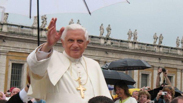 Benedykt XVI dementuje spekulacje na temat rezygnacji