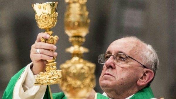 Papież o wierzących, stających się poganami