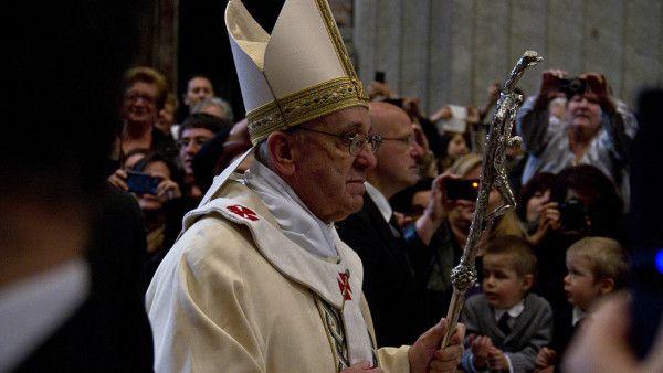 Papież: trzeba się modlić za młodych