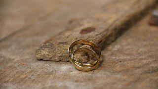 Włochy: dzięki proboszczowi małżeństwo odzyskało obrączki
