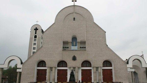 Front_Kościoła_św._Piotra_Apostoła_w_Wadowicach