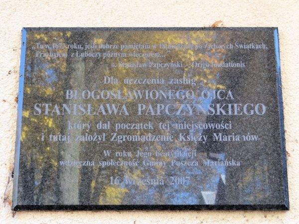 tablica_papczynski_puszczamarianska