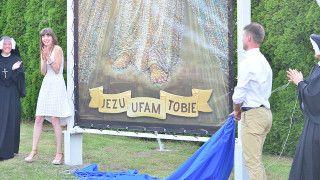 WKrakowie odsłonięto obraz Jezusa Miłosiernego z15 tys. zdjęć