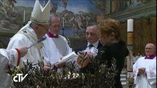 Papież ochrzcił 28 dzieci