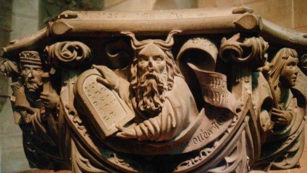 """7 największych """"pomyłek"""" w przekładach Biblii"""