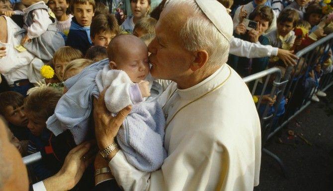 Abp Hoser: Kościół zdradził Jana Pawła II