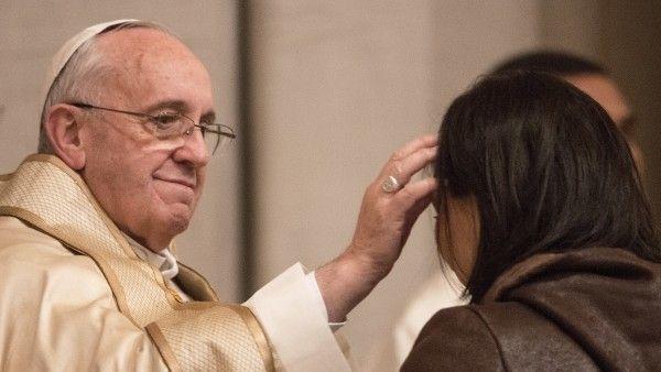 """Bergoglio i """"skradziony"""" krzyżyk"""