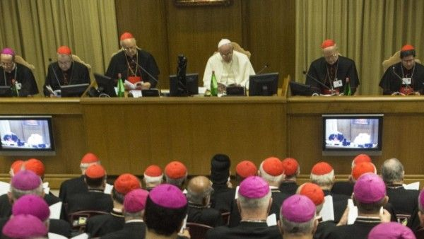 """Biskupi przyjęli """"Relację Synodu"""""""