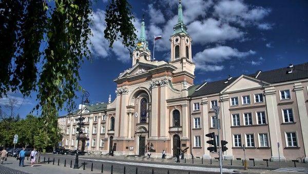 CBOS: po śmierci Jana Pawła II Polacy mniej religijni
