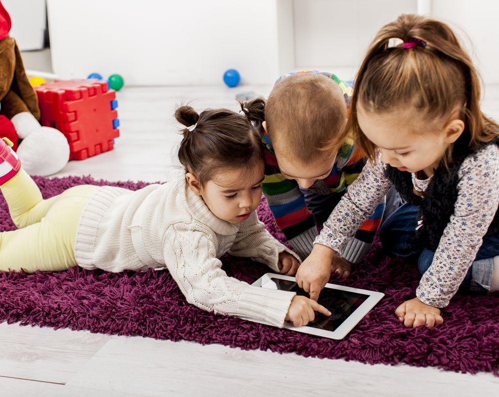 Dzieciństwo wcieniu tabletów itabloidów