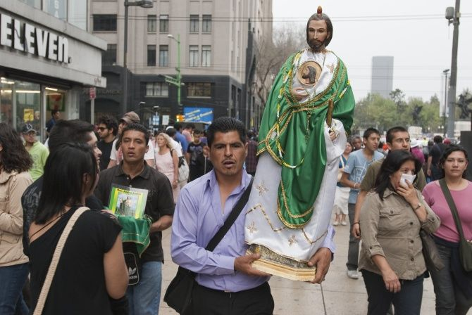 Figurka zwykręcanym Jezuskiem czyli jak wierzą Latynosi