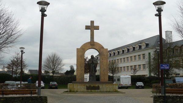 Francja: pomnik Jana Pawła II zostanie usunięty