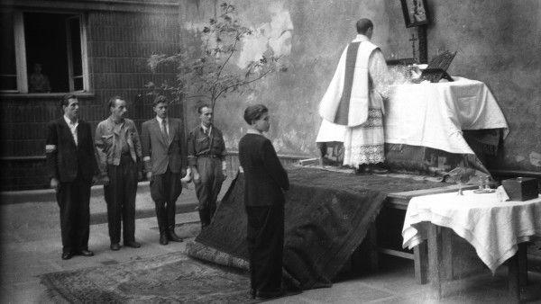 Hitlerowcy w klasztorze Ojców Jezuitów
