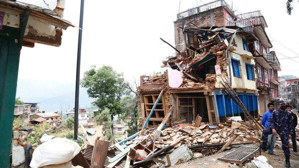 Kolejne trzęsienia w Nepalu, rośnie liczba ofiar