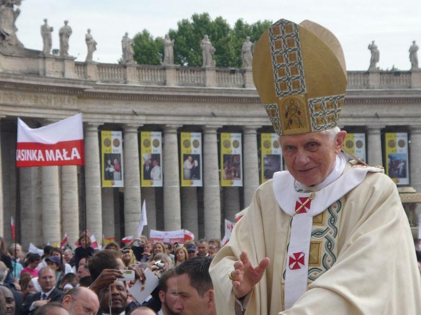 Papież Benedykt XVI abdykuje!