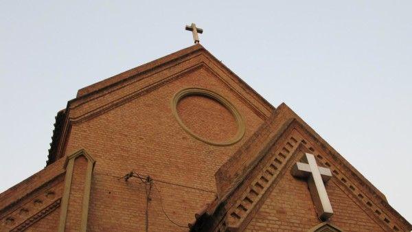 Papież o zamachach na kościoły w Pakistanie