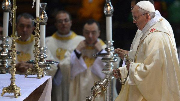Papież: podczas Mszy Św. trzeba przeżywać tajemnicę obecności Boga