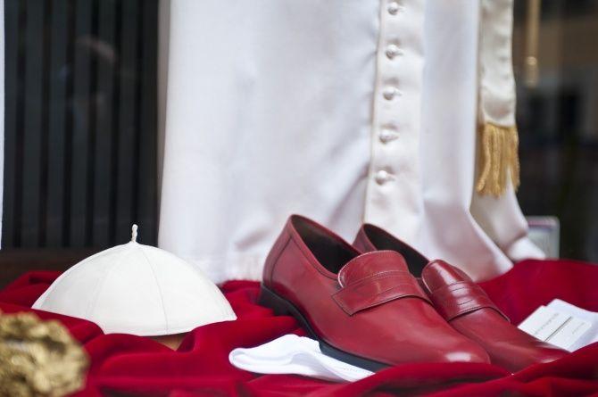 Papieże ubierają się u. . . ?