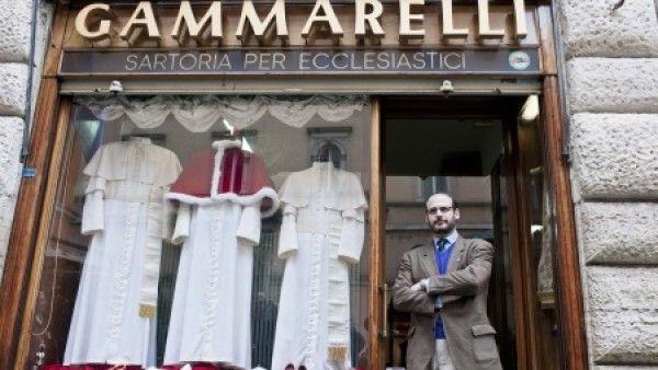 Papieże ubierają się u . . . ?