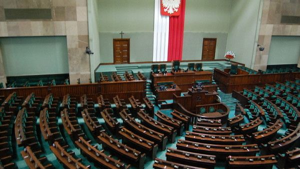 Parlament zakazał reklamy i promocji  pornografii!