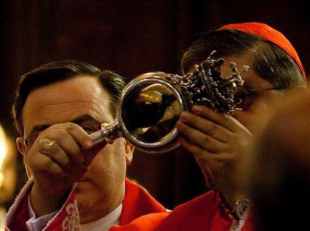 """Pierwszy """"cud św.Januarego"""" wobecności papieża"""