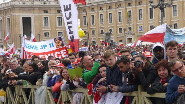 Plac św. Piotra zapełnia się polskimi pielgrzymami