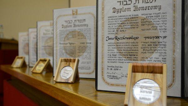 Polscy duchowni nagrodzeni przez Żydów