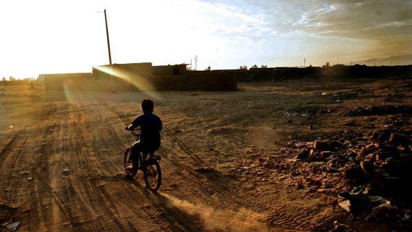 RPA: bp Tomasik odwiedził ubogich na wysypisku śmieci