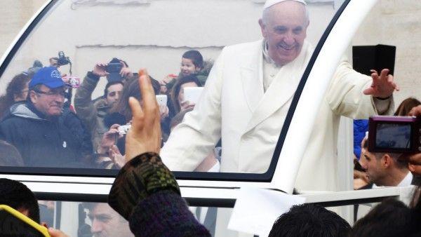 Tablet papieża Franciszka sprzedany na aukcji w Urugwaju