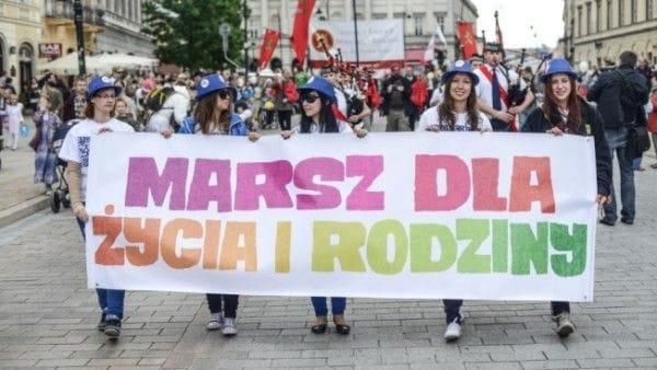 Ulicami polskich miast przeszły Marsze dla Życia i Rodziny