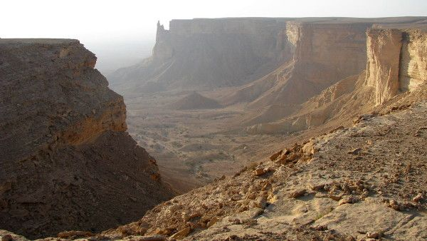 W piaskach pustyni odkryto las krzyży i tablice z imionami męczenników
