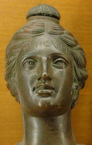 Etruska waza naperfumy, zwyrytym słowem