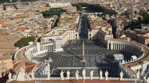 Watykan: milion euro od papieża dla potrzebujących