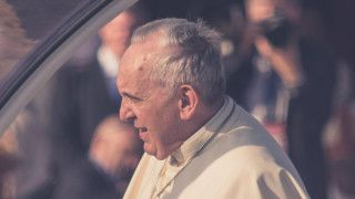 Papież: Pokora nie polega nauprzejmości izamykaniu oczu namodlitwie