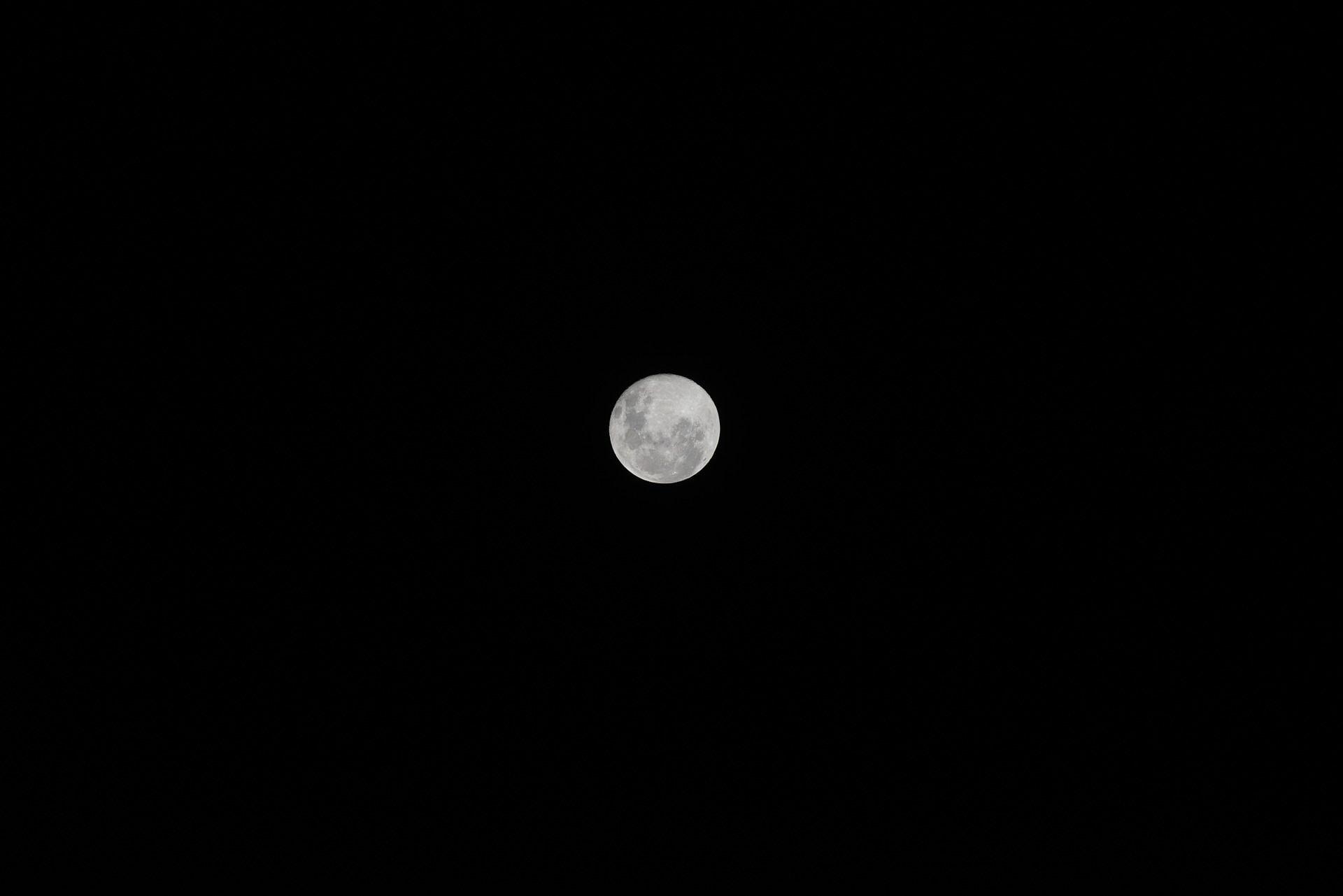 moon-713826_1920