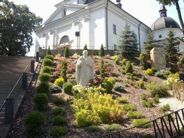 Pomnik_Papczńskiego_-_Podegrodzie