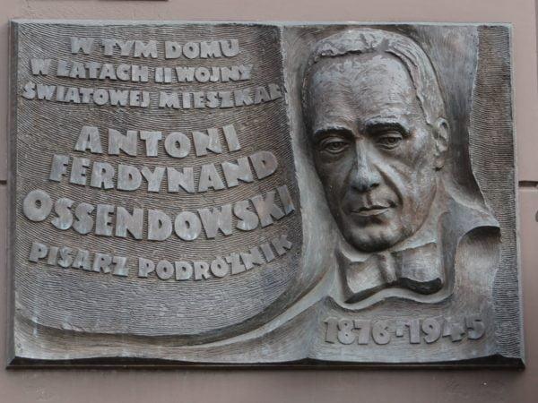 Antoni_Ferdynand_Ossendowski_commemorative_plaque_(27,_Grójecka_Street)