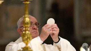 Franciszek: Eucharystia przypomina historię miłości Boga wobec nas