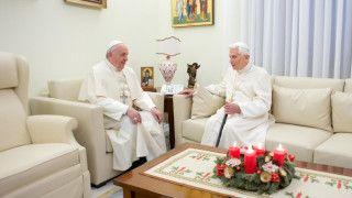 Benedykt XVI broni Franciszka