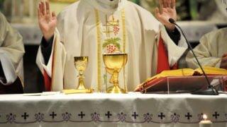 Węgierski biskup zaodejściem odobowiązkowego celibatu