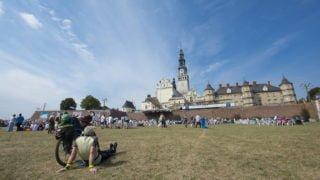 CBOS: rocznie pielgrzymuje 7mln Polaków!