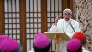 Watykan: papież rozmawia zszefami dykasterii