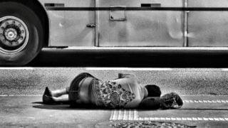 Rzym: każdej nocy 3tys. ludzi śpi podgołym niebem