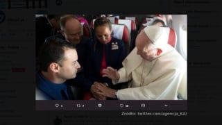 Papież pobłogosławił ślub… wsamolocie!