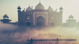Indie: hinduiści spalili kościół isklepy chrześcijan