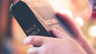 Kościół wBrukseli zbiera Biblie dla więźniów