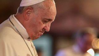 Papież modli się zaofiary powodzi wJaponii