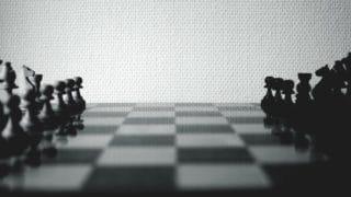 Biały czy czarny? Wojna naemocje