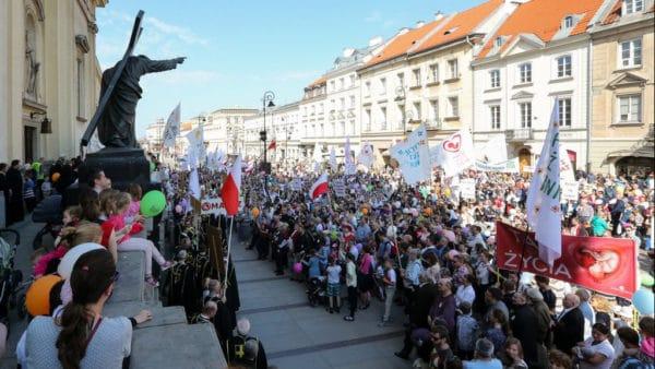 Ulicami Warszawy przeszedł XIV Marsz Świętości Życia
