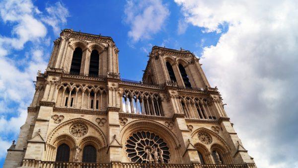 Paryż: katedra Notre Dame powraca dożycia, zatydzień pierwsza Msza